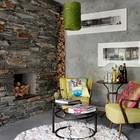 Рустикальный каменный камин в гостиной и интересные английские кресла горчичного цвета составили весьма интересную композицию.
