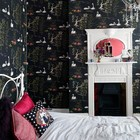 Спальня девочки с камином.