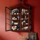 В антикварном буфете выставлена дорогая керамика. (средиземноморский,деревенский,сельский,кантри,архитектура,дизайн,экстерьер,интерьер,дизайн интерьера,мебель,столовая,дизайн столовой,интерьер столовой,мебель для столовой)