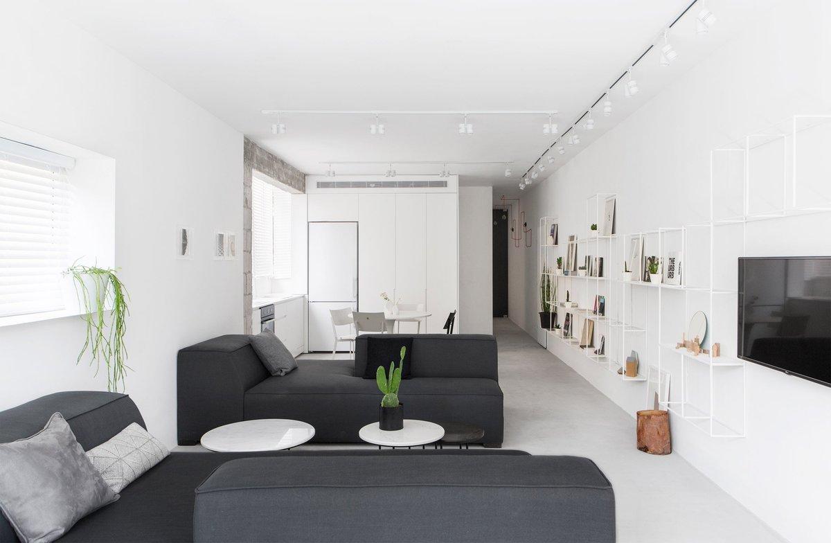 Жилая комната образует 80 квадратных метров пространства для развлечений.