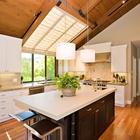 Замечательные полупрозрачные шторы рассеивают свет и улучшают освещенность кухни. (кухня,дизайн кухни,интерьер кухни,кухонная мебель,мебель для кухни,интерьер,дизайн интерьера,мебель,архитектура,дизайн,экстерьер,современный)