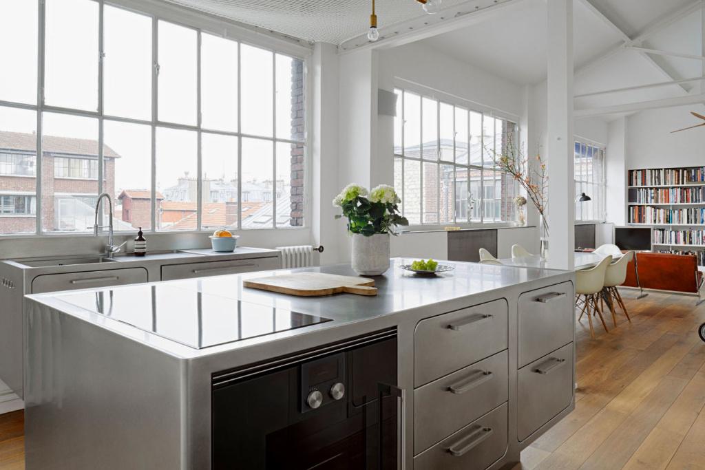 Кухня из нержавейки предназначена для профессиональной работы и долгой службы.
