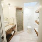 После реконструкции. Дизайн ванны был переработан так чтоб комната была светлее и казалась больше.