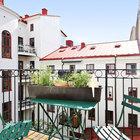Балкон выходит в тихий внутренний двор дома. (квартиры,апартаменты,интерьер,дизайн интерьера,мебель,скандинавский,балкон,лоджия,дизайн лоджии,дизайн балкона,ремонт балкона,ремонт лоджии)