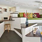 Просто удивительно, что в такой крохотной квартира нашлось место для вполне полноценного домашнего офиса. (квартиры,апартаменты,интерьер,дизайн интерьера,мебель,скандинавский,гостиная,дизайн гостиной,интерьер гостиной,мебель для гостиной,домашний офис,офис,мастерская,столовая,дизайн столовой,интерьер столовой,мебель для столовой)