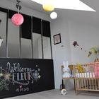 Отличная остекленная стена и мансардное окно в детской в стиле лофт.