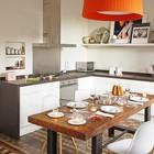 Достаточно грубый индустриального стиля стол хорошо сочетается с традиционного для средиземноморского стиля ковром из кафеля. (индустриальный,лофт,винтаж,стиль лофт,индустриальный стиль,скандинавский,квартиры,апартаменты,мебель,интерьер,дизайн интерьера,новый год,рождество,средиземноморский,кухня,дизайн кухни,интерьер кухни,кухонная мебель,мебель для кухни,столовая,дизайн столовой,интерьер столовой,мебель для столовой)