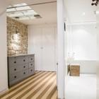 Кабинет рядом с лестницей освещается через окно в потолке и может быть закрыт занавеской. (индустриальный,лофт,винтаж,стиль лофт,индустриальный стиль,интерьер,дизайн интерьера,мебель,архитектура,дизайн,экстерьер,квартиры,апартаменты,ванна,санузел,душ,туалет,дизайн ванной,интерьер ванной,сантехника,кафель,домашний офис,офис,мастерская)