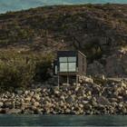 Простой и маленький дом на берегу моря, практически в заповедном месте. (скандинавский,современный,архитектура,дизайн,экстерьер,интерьер,дизайн интерьера,мебель,маленький дом,фасад)