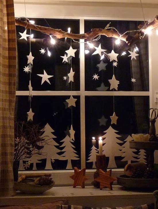 Декор в модном скандинавском стиле с фигурками и звездочками из бумаги и гирляндой.