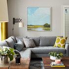 Основными цветами интерьера являются белый, серый, черный и синий, именно они объединяют все комнаты дома. Цвета в интерьер добавлены деталями декора, такими как занавески, подушки, картины. (деревенский,сельский,кантри,традиционный,индустриальный,лофт,винтаж,стиль лофт,индустриальный стиль,мебель,архитектура,дизайн,экстерьер,интерьер,дизайн интерьера,гостиная,дизайн гостиной,интерьер гостиной,мебель для гостиной)