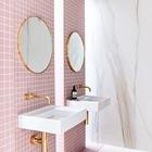 Материал внешне похожий на мрамор на самом деле является искусственным камнем. (ванна,санузел,душ,туалет,дизайн ванной,интерьер ванной,сантехника,кафель,современный,интерьер,дизайн интерьера)