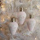 Самодельные елочные украшения из старых лампочек. Получились замечательные розовые снежные украшения.