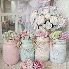 Самые обычные банки превращенные в вазочки с цветами.