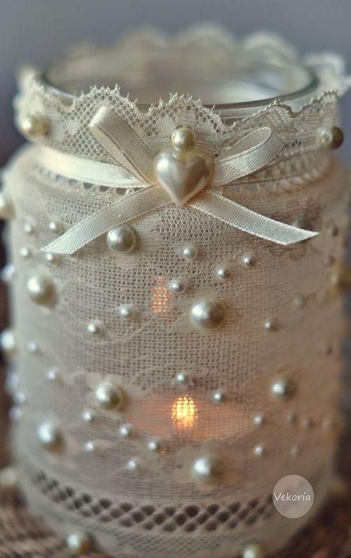 Самодельный светильник в стиле шебби шик из обычной банки украшенной кружевом, лентой и бисером.