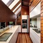 Кухня главной резиденции. Окна в крыше существенно улучшают освещенность.