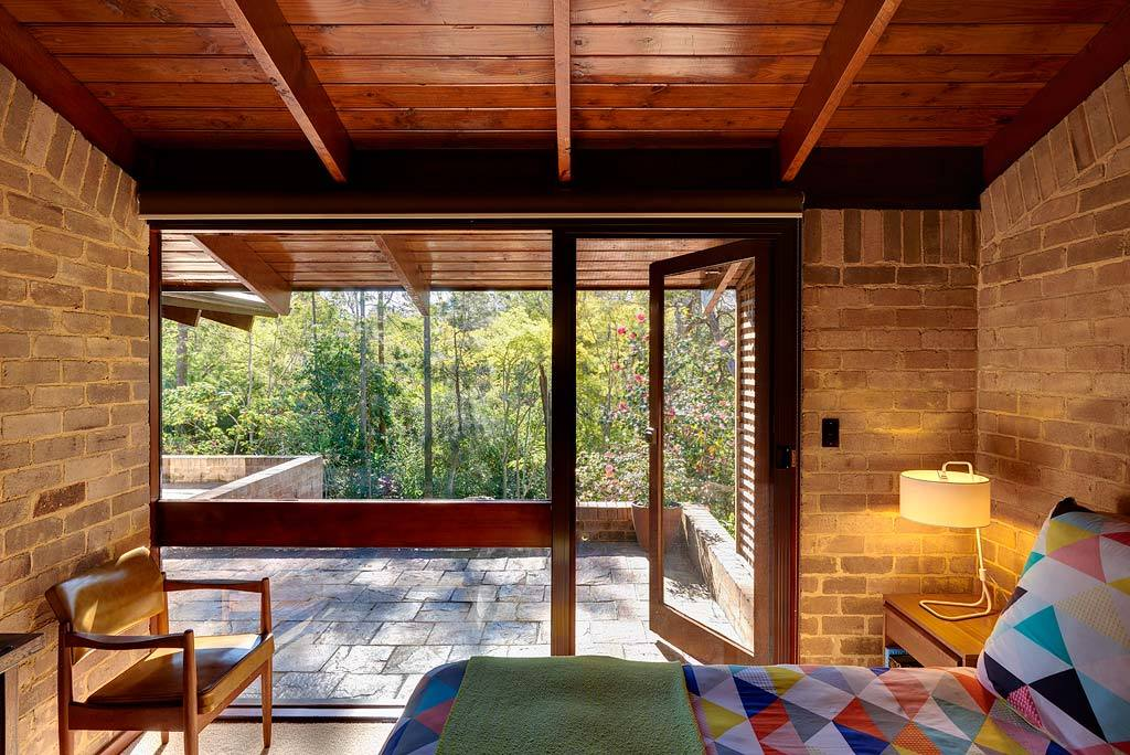 Родительская спальня, как и другие спальни имеет выход к бассейну.