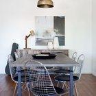 Большой обеденный стол прост и по-своему элегантен и уникален.