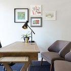 Домашний офис прост и элегантен, как и весь интерьер.