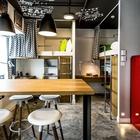 Дизайнерам удалось организовать компактное и стильное пространство для жизни и учебы студентов.