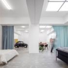 Квартира реконструированная из гаража вполне позволяет заехать в нее на машине.