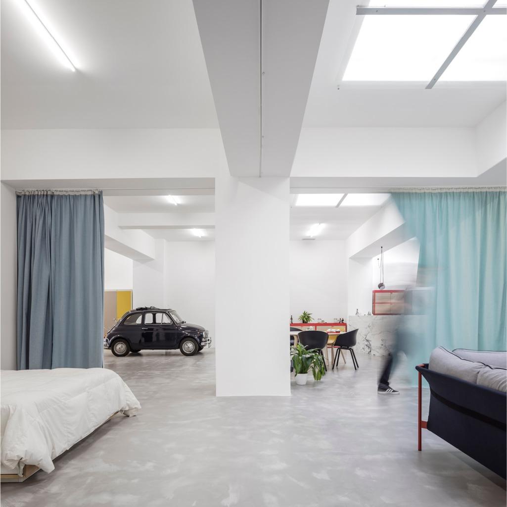 Квартира реконструированная из гаража вполне позволяет заехать в нее на машине
