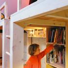 За лестницей от пола до потолка расположены емкие стеллажи для книг. (кровать-лофт,двухъярусная кровать,детская кровать,детская,игровая,детская комната,детская спальня,дизайн детской,интерьер детской,индустриальный,лофт,винтаж,стиль лофт,индустриальный стиль,архитектура,дизайн,экстерьер,интерьер,дизайн интерьера,мебель)