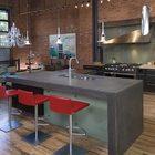 Уже сложно кого-то удивить бетонным кухонным островом или барной стойкой.