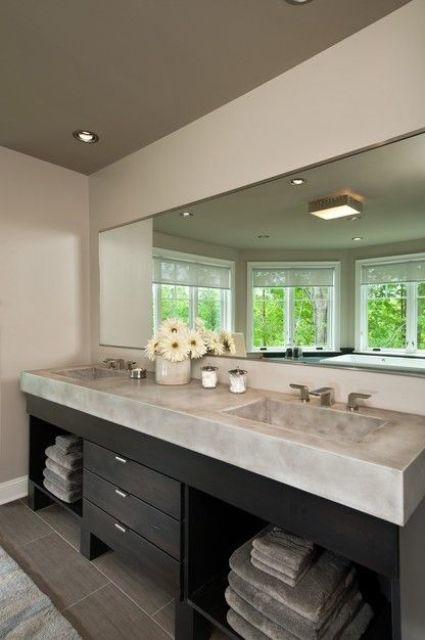 Бетон может выглядеть роскошно - большая массивная бетонная столешницы в в ванной с интегрированными умывальниками.