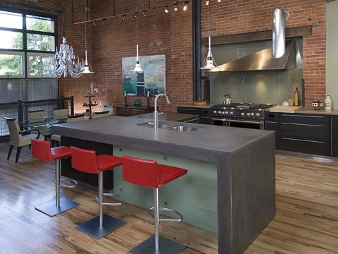 Уже сложно кого-то удивить бетонным кухонным островом или барной стойкой