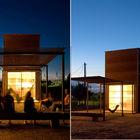 Терраса, как и малые размеры дома, располагает к тому чтоб проводить время с друзьями на свежем воздухе.