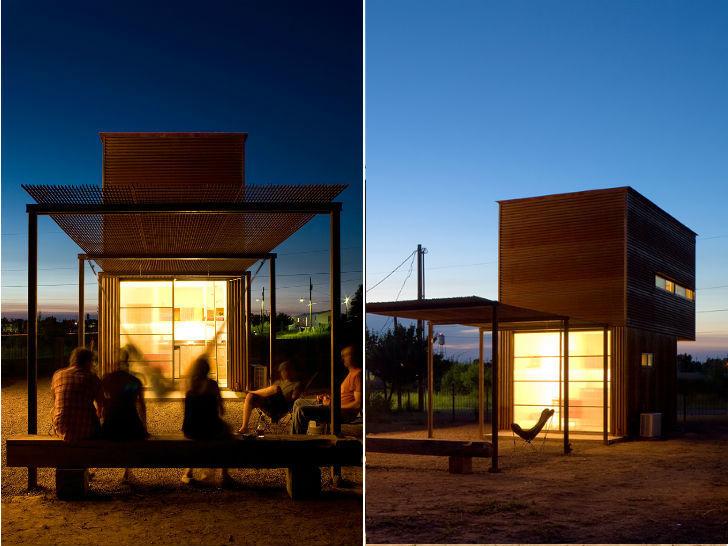Терраса, как и малые размеры дома, располагает к тому чтоб проводить время с друзьями на свежем воздухе