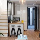 В крохотной квартире прихожей служит кухня, но рядом со входом есть вместительный плательный шкаф. (индустриальный,лофт,винтаж,стиль лофт,индустриальный стиль,современный,архитектура,дизайн,экстерьер,интерьер,дизайн интерьера,мебель,квартиры,апартаменты,маленький дом,кухня,дизайн кухни,интерьер кухни,кухонная мебель,мебель для кухни,гостиная,дизайн гостиной,интерьер гостиной,мебель для гостиной,столовая,дизайн столовой,интерьер столовой,мебель для столовой,вход,прихожая)
