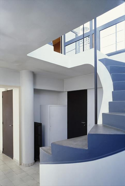 Лестница на террасу на крыше.