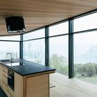 Можно готовить и наслаждаться видом из окна на горы и туман. (архитектура,дизайн,экстерьер,интерьер,дизайн интерьера,мебель,маленький дом,минимализм)