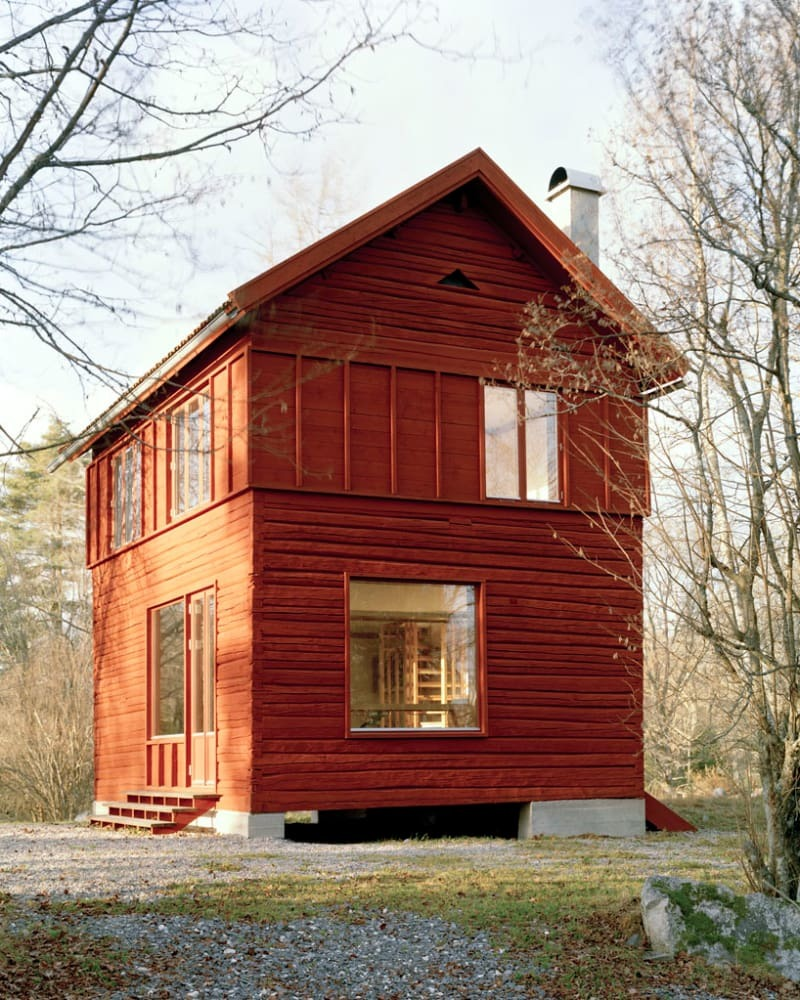 Дом установлен на прочном бетоном фундаменте