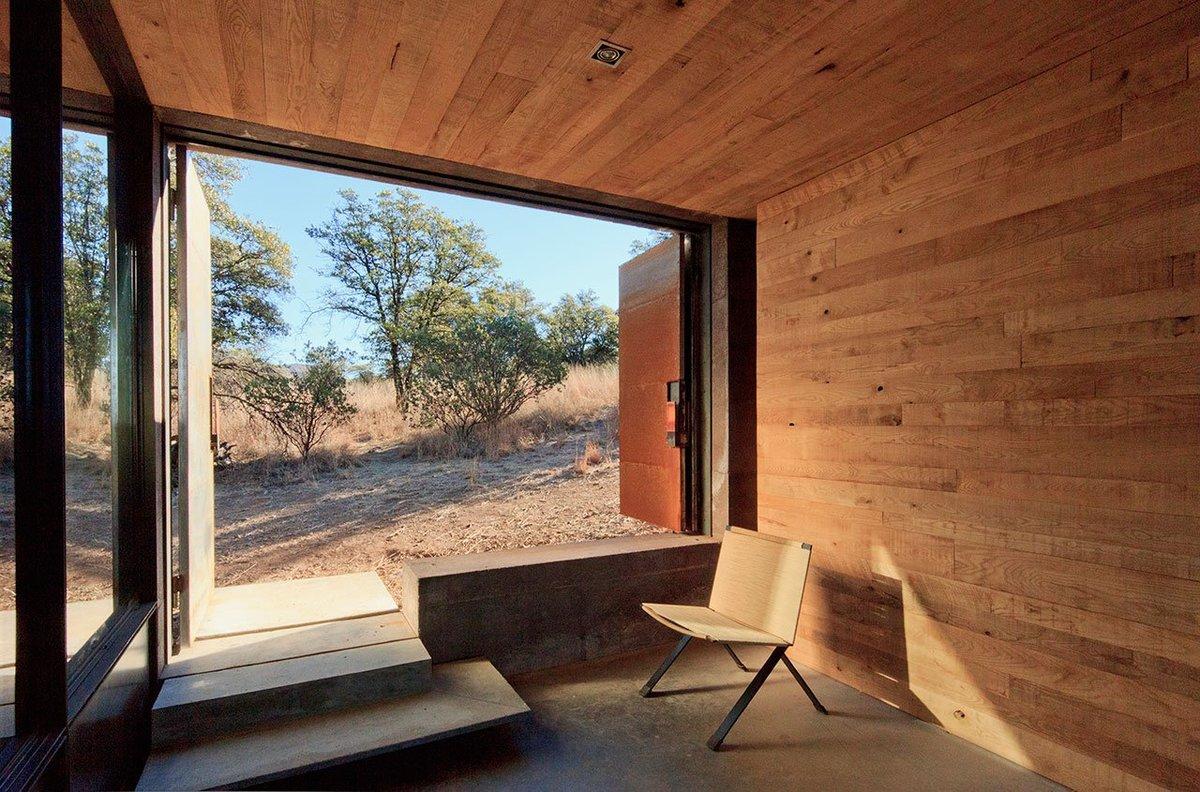 Коридор служит дополнительной комнатой проветриваемой, но защищенной от солнца