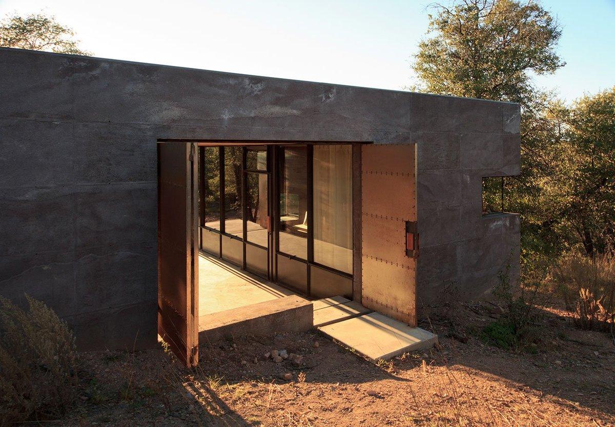 Стальные двери хорошо защищают дом в отсутствие хозяев