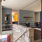 Лестница от главного входа на первом этаже. (1950-70е,середина 20-го века,медисенчери,медисенчери модерн,средневековый модерн,модернизм,mcm,архитектура,дизайн,экстерьер,интерьер,дизайн интерьера,мебель,лестница,вход,прихожая)