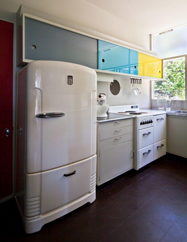 Кухня выглядит современно и модно даже сейчас.