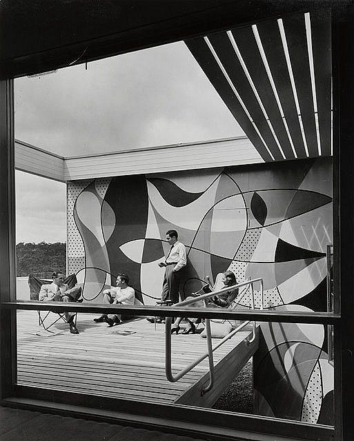 Можно представить как терраса с фреской выглядела в середине 20-го века.