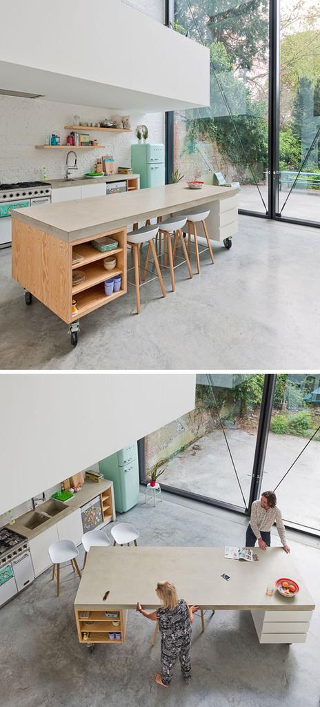 Дерево и бетон этого мобильного кухонного острова отлично вписываются в эклектичный интерьер кухни