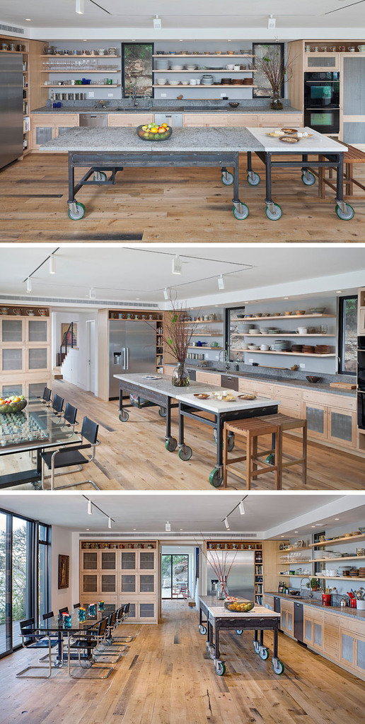 Два стола на колесах в стиле лофт могут использоваться вместе или раздельно делая кухню более мобильной и настраиваемой под текущие нужды.