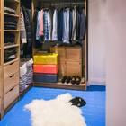 Достаточно просторный гардероб для такой маленькой квартиры.