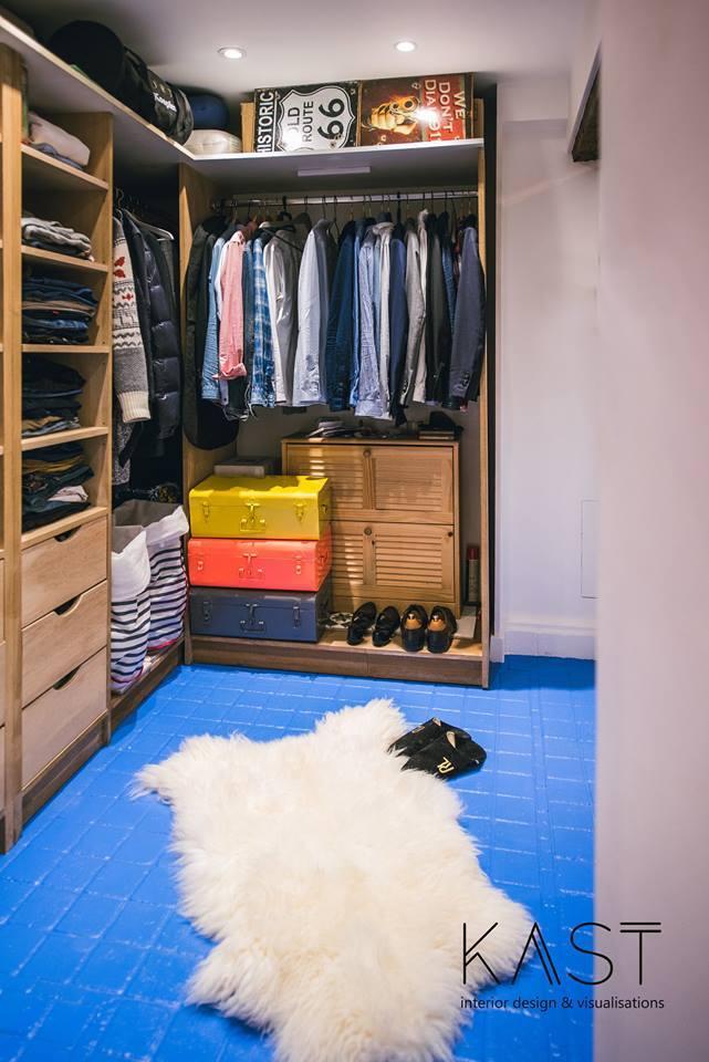 Достаточно просторный гардероб для такой маленькой квартиры