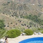 Бассейн с шикарным видом на горы. (средиземноморский,средиземноморский интерьер,средиземноморский дом,средиземноморский стиль,архитектура,дизайн,экстерьер,интерьер,дизайн интерьера,мебель,на открытом воздухе,патио,балкон,терраса)