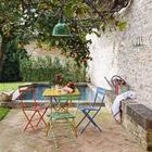 Уютный дворик со столиком в тени дерева хурмы. (средиземноморский,средиземноморский интерьер,средиземноморский дом,средиземноморский стиль,деревенский,сельский,кантри,архитектура,дизайн,экстерьер,интерьер,дизайн интерьера,мебель,на открытом воздухе,патио,балкон,терраса)
