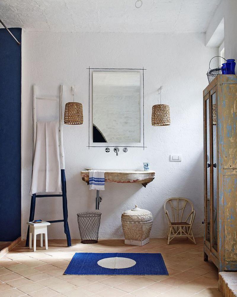 Ванная комната в спальне на первом этаже.