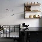 Черно-белая скандинавская детская. Интерьер смягчается только декором и игрушками. (спальня,дизайн спальни,интерьер спальни,скандинавский,скандинавский интерьер,скандинавский стиль,интерьер,дизайн интерьера,мебель)