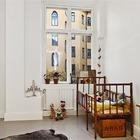 В детской скандинавского стиля часто можно встретить винтажную мебель, например кровать передающуюся из поколения в поколение.